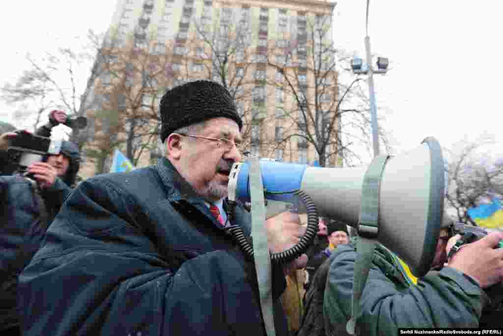 Народный депутат Украины, лидер Меджлиса крымских татар Рефат Чубаров на марше в Киеве