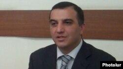 Աշխատանքի եւ սոցիալական հարցերի նախարար Արտեմ Ասատրյան