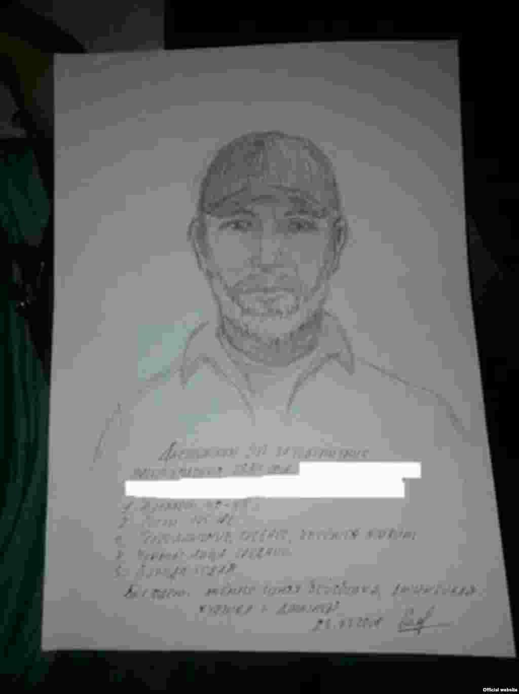 Поліція склала фоторобот підозрюваного у вбивстві Аркадія Бабченка.Як вказано на фотороботі, вік підозрюваного 40-45 років, зріст 175-180 см, середньої статури. Має сиву бороду. Стрілок був одягнений у темно-синю бейсболку, джинсову куртку і джинси.
