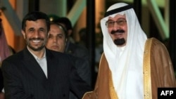 Saudi King Abdullah bin Abdul Aziz al-Saud (right) greets Iranian President Mahmud Ahmadinejad in Riyadh in November 2007.