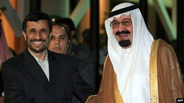 Saudi King Abdullah bin Abdul Aziz al-Saud (right) greets Iranian President Mahmud Ahmadinejad in Riyadh in November 2007.