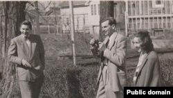 Роби Макколи, Артур Кестлер и Фланнери О'Коннор. Айова. 1947
