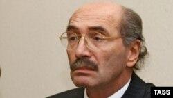 Александр Кабаков и его соратники намерены спасти молодые русские уши от разрушения