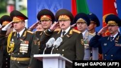 Аляксандар Лукашэнка падчас параду 3 ліпеня