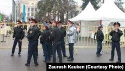 Наурыз мейрамына келген полицейлер. Алматы, 22 наурыз 2013.