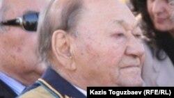 Талгат Бегельдинов, легендарный летчик, дважды Герой Советского Союза.