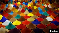 بخشی از چیدمان «ترکیب رنگها»