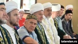 Президент Татарстана Рустам Минниханов на праздничном намазе на Ураза-байрам. 4 июня 2019 года