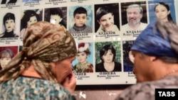 Беслан терактында һәлак булучыларны искә алу (архив фотосы)