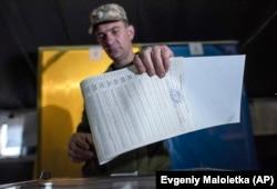 Голосование в Марьинке на востоке Украины