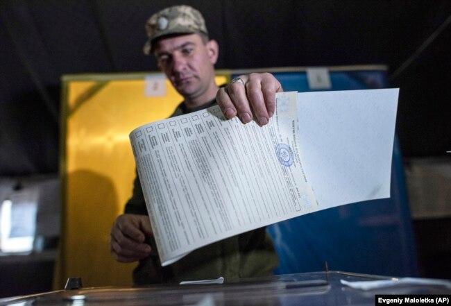 Голосование в Мариинке на востоке Украины