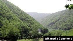 «Marxal» istirahət mərkəzi Şəkidən 4 km-lik məsafədə, dağın ətəyində yerləşir
