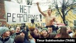 Латвиядә урыс телен укыту тарафдарлары митингы (архив фотосы)