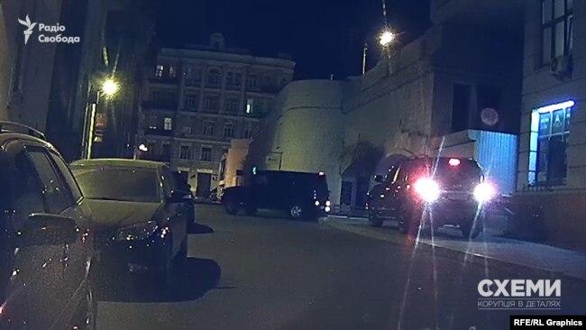 За годину охоронець взявся заганяти авто Хорошковського на паркінг