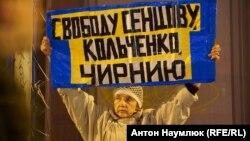 Одиночный пикет в поддержку крымских татар в рамках «Стратегии 18», – Москва,18 октября 2017 года