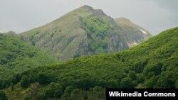Планината Јабланица гледана од селото Горна Белица.