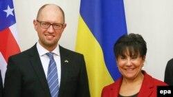 Прем'єр-міністр України Арсеній Яценюк та міністр торгівлі США Пенні Пріцкер під час зустрічі у Києві. 26 жовтня 2015 року