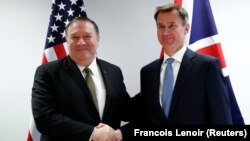 U.S. Secretary of State Mike Pompeo (left) poses with British Foreign Secretary Jeremy Hunt at the European Council in Brussels on May 13.
