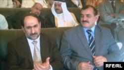 محافظ ديالى عبد الناصر المهداوي (يمين) ووزير الهجرة والمهجرين السابق عبد الصمد رحمن يحضران تجمعاً بمحافظة ديالى