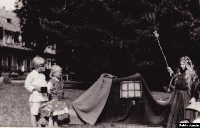 Родинна садиба, забава дітей Шептицьких