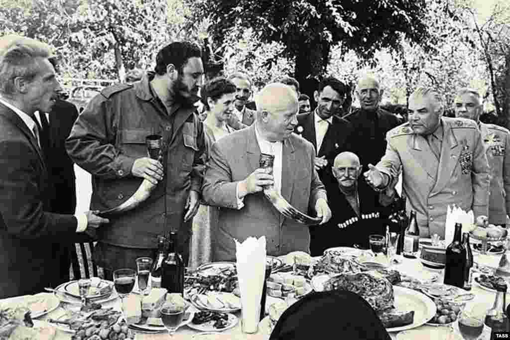 Фидел Кастро ва Никита Хрушев дар Абхозистон. Моҳи майи 1963