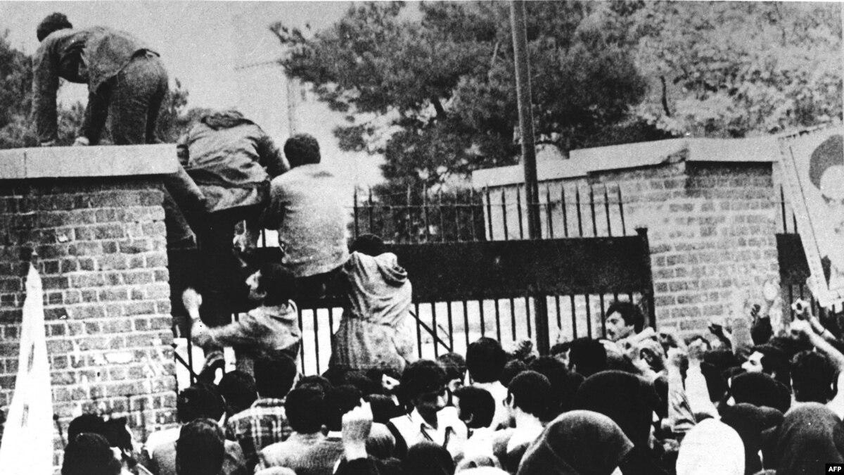 Архивные фото: 40 лет назад в Иране было захвачено посольство США, заложников удерживали 444 дня