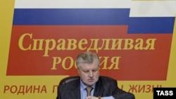 Сергей Миронов дает юным соратникам время разобраться в политических взглядах старших товарищей