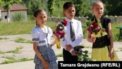 Școlari de etnie roma la Vulcanesti, Nisporeni - august 2018.