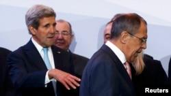 Держсекретар США Джон Керрі (Л) і керівник МЗС Росії Сергій Лавров