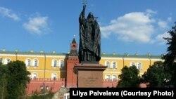 Памятник патриарху Гермогену в Александровском саду