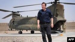Kryeministri britanik Dejvid KAmeron arrin me helikopter në provincën e Helmandit, 18 korrik, 2012