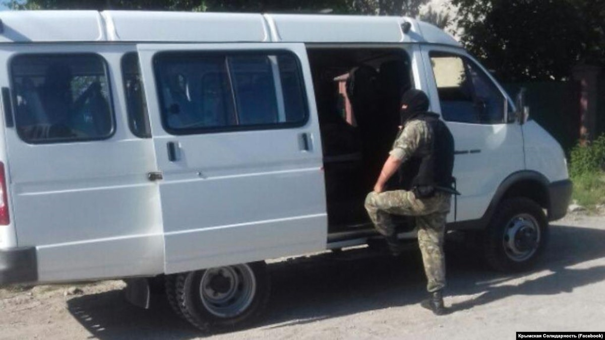 Russia-Imposed Authorities In Crimea Search More Crimean Tatars' Homes