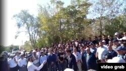 Жители Жанаозена выступают против строительства китайских заводов.