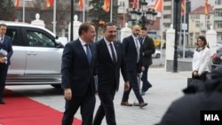 EU komesar za proširenje Oliver Varheji i premijer tehničke Vlade Severne Makedonije Oliver Spasovski u Skoplju, 15. januar 2020.