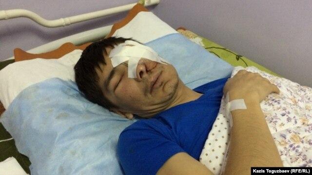 Бұрынғы мұнайшы Мақсат Досмағамбетов операциядан кейін. Aлматы. 2 сәуір 2015 жыл.