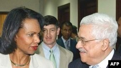 کاندوليزا رايس، وزيرخارجه آمريکا، روز پنجشنبه با محمود عباس دررام الله ديدارکرد.