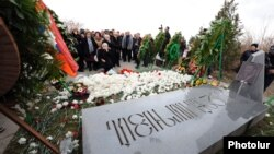 Armenia -- People visit Yerablur military cemetery on the occasion of Vazgen Sargsyan's birthday, Yerevan, 05Mar2013