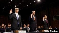 Представники компаній Facebook, Twitter і Google складають присягу перед попереднім свідченням у Сенаті США, 31 жовтня 2017 року