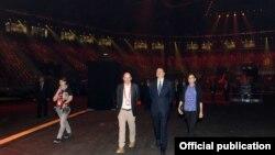 Ալիեւն ու կինը այցել են Բաքվում հատուկ «Եվրատեսիլի»-ի համար կառուցված Crystal Hall