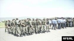 Аскерлер жана милиция кызматкерлери өзгөчө абалдын алынышына арналган жыйында, Жалал-Абад, 1-июнь