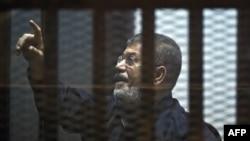 Египет -- экс-президент Мурси сот залында. Каир, 16-июнь, 2015.