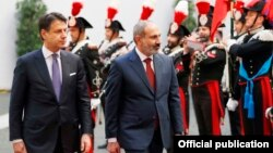 Italy -- Italian Prime Minister Giuseppe Conte (L) and his Armenian counterpart Nikol Pashinian inspect an Italian honor guard before talks in Rome, November 22, 2019.