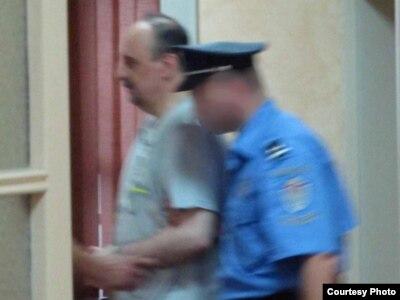 Haški optuženik Goran Hadžić ulazi u sudnicu Specijalnog suda u Beogradu, 20. jul 2011.