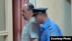Хаџиќ влегува во специјалниот суд во хаг