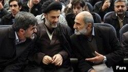 حسین شریعتمداری(راست) محمود نبویان و مهدی کوچک زاده نمایندگان جبهه پایداری در مجلس
