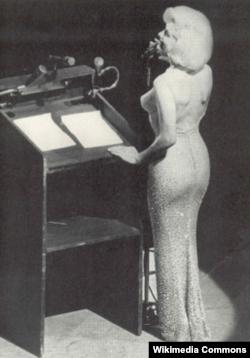 Мэрилин Монро (знаменитое поздравление с днем рождения Джона Кеннеди )