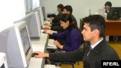 Интернет-кафе в Душанбе.