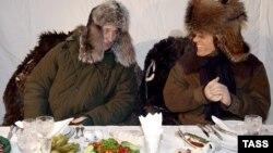 Архивное фото: Путін и Берлусконі під час ланчу в резиденції президента Россії Завидово, 3 лютого 2003 року