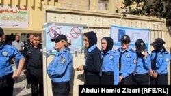 تجمع للناخبين امام احدى مراكز الاقتراع في اربيل