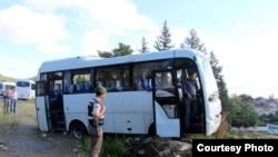 Кырсык Кемер – Кумлужа унаа жолунда болгон. Кыргызстандыктар кырсыкка кабылган автобус.